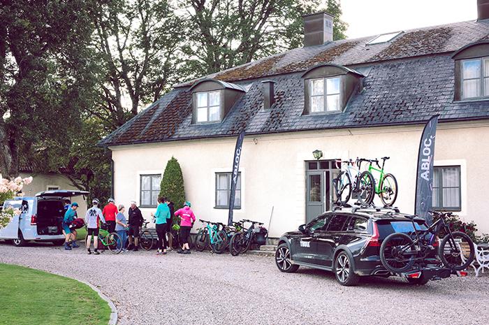 cyklar utanför Hooks Herrgård