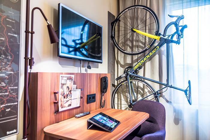 cykel på hotellrummet