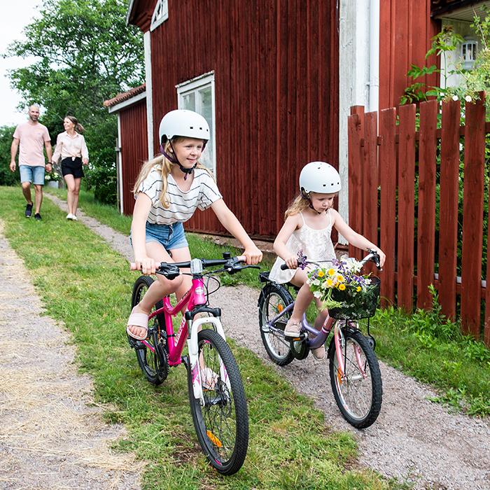 Barn cyklar i Småland