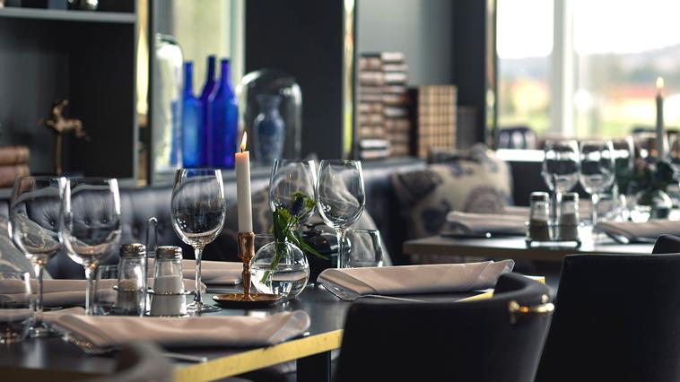 Dukat bord på Bauergården Småland