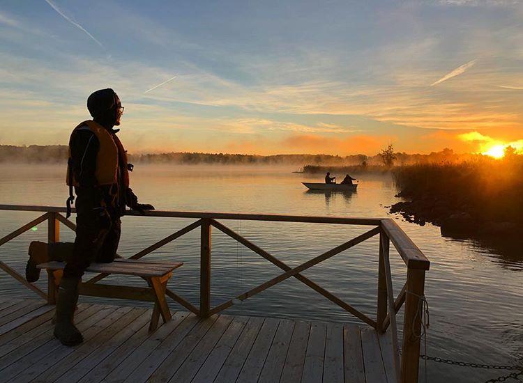 Bingo Rimér blickar ut över magiskt vackra Skirösjön