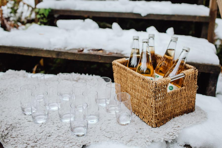 Äppelmust i snölandskap