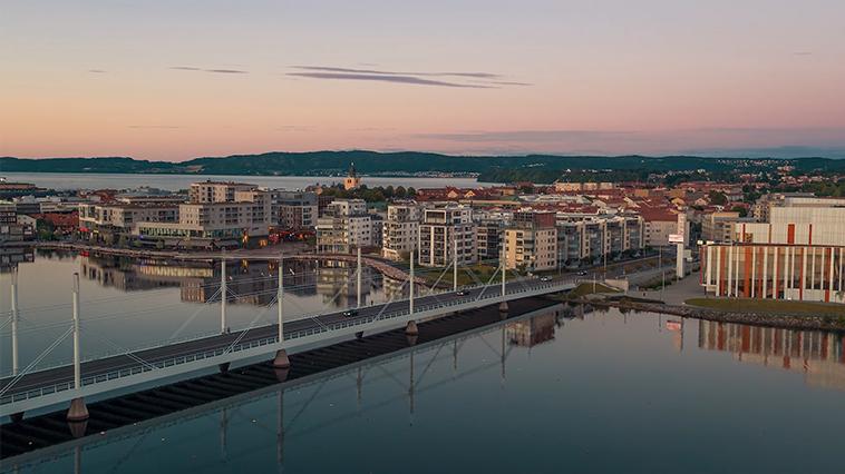jönköping city med bro över vatten